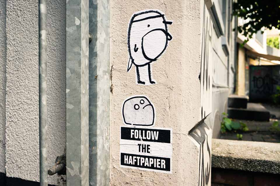 Streetart Follow the Haftpapier